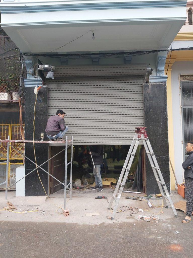 Hoàn thiện công trình cửa cuốn khe thoáng A49 cho khách hàng