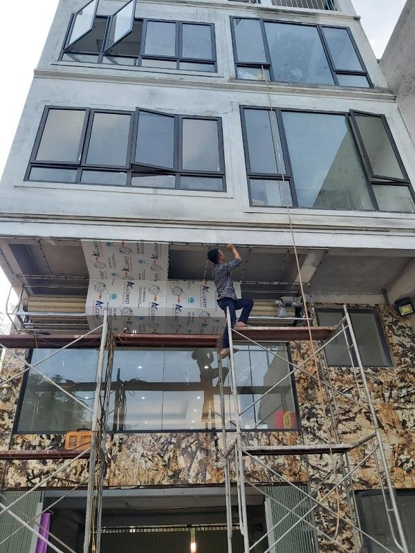Cửa siêu thoáng C70 của gia đình chị Ngà Định công