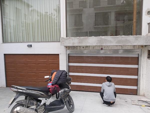 Công trình cửa trượt trần của gia đình chú Khoát Long Biên