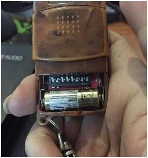 Điều khiển bị hết pin nên không thể điều khiển được cửa cuốn